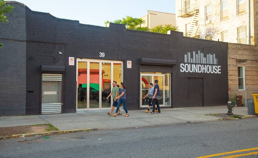 Soundhouse AV Rentals - electronics store  | Photo 4 of 4 | Address: 117 Banker St, Brooklyn, NY 11222, USA | Phone: (888) 826-1299