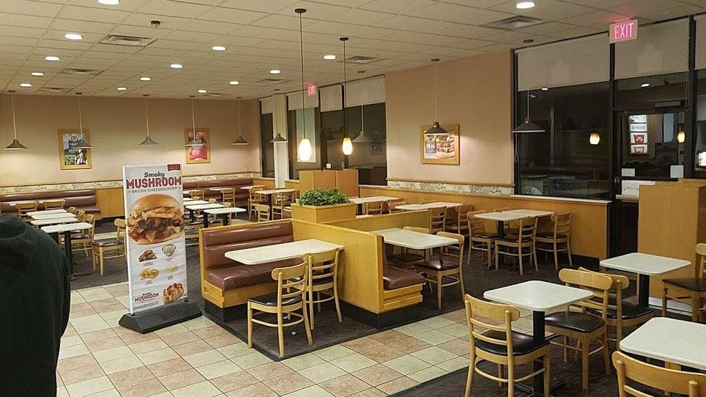 Wendys - restaurant  | Photo 2 of 10 | Address: 1101 Vandegrift Blvd Building 1101, Oceanside, CA 92058, USA | Phone: (760) 385-9770
