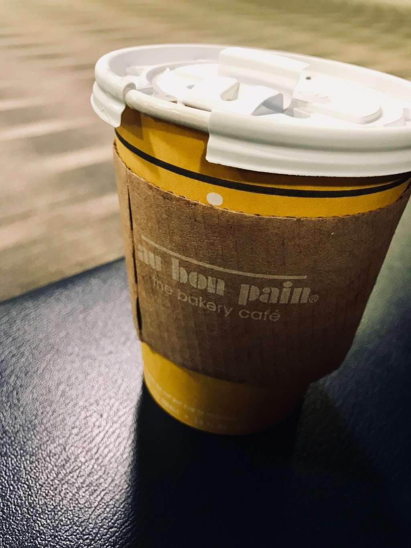 Au Bon Pain - cafe  | Photo 5 of 10 | Address: 1 Laguardia Airport, Flushing, NY 11371, USA | Phone: (718) 639-2516