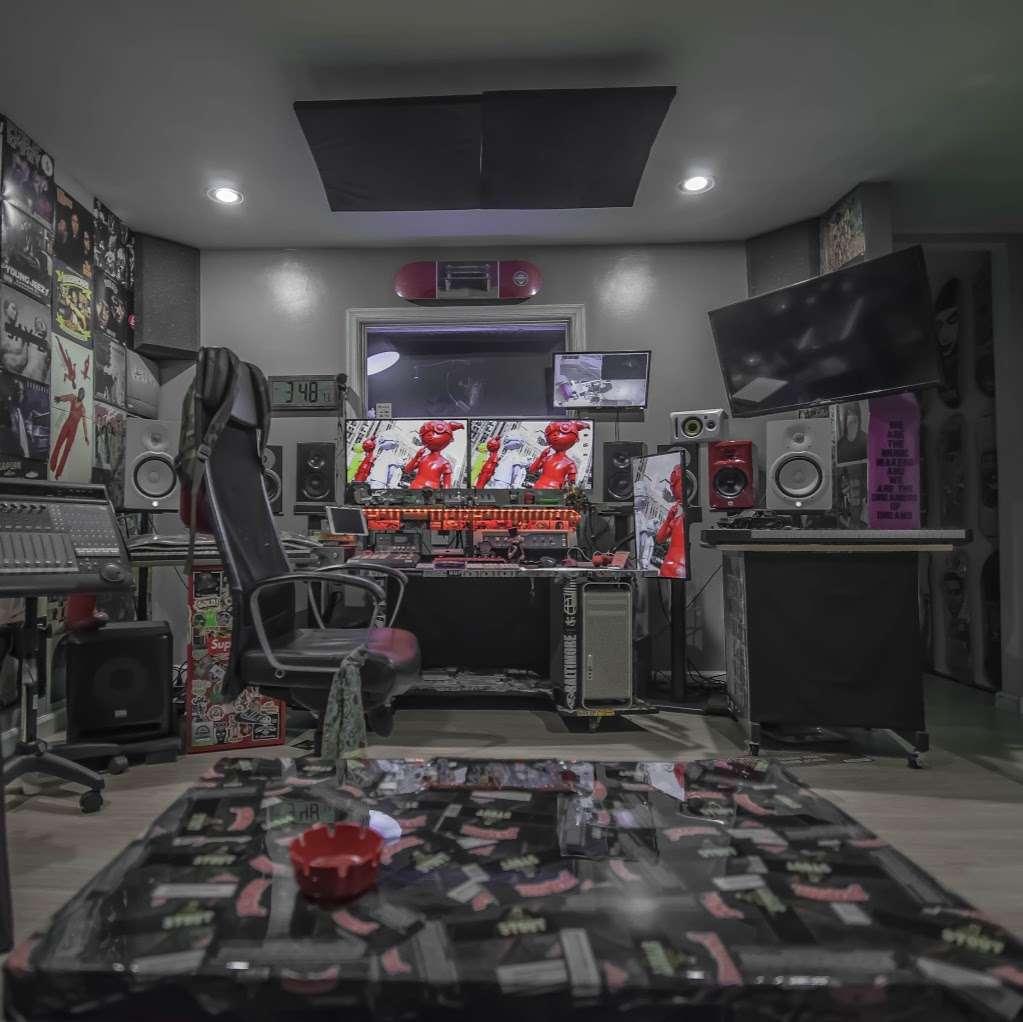 EBAN RECORDING | FILM STUDIOS - electronics store  | Photo 2 of 10 | Address: 934 W Patapsco Ave, Baltimore, MD 21230, USA | Phone: (443) 430-1764