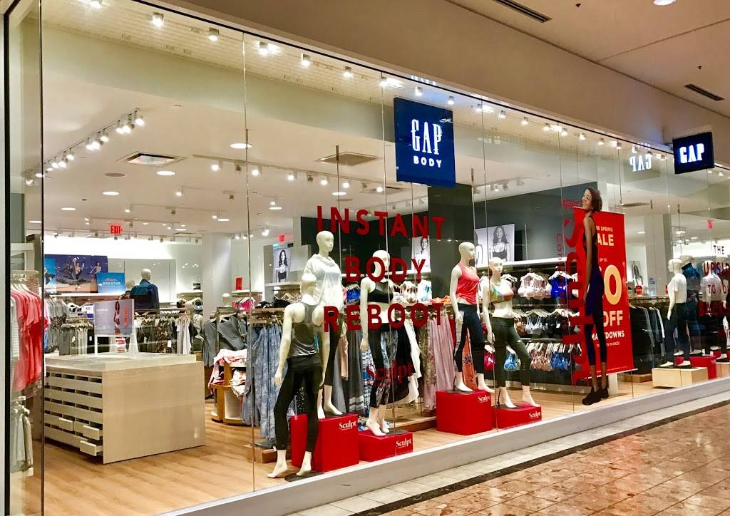 Gap - clothing store  | Photo 1 of 8 | Address: 1178 St Louis Galleria St, Richmond Heights, MO 63117, USA | Phone: (314) 727-5996
