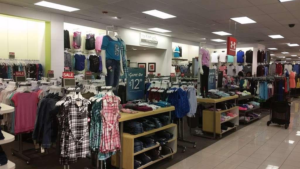 Kohls Secaucus - department store  | Photo 4 of 10 | Address: 3 Mill Creek Dr, Secaucus, NJ 07094, USA | Phone: (201) 553-9143