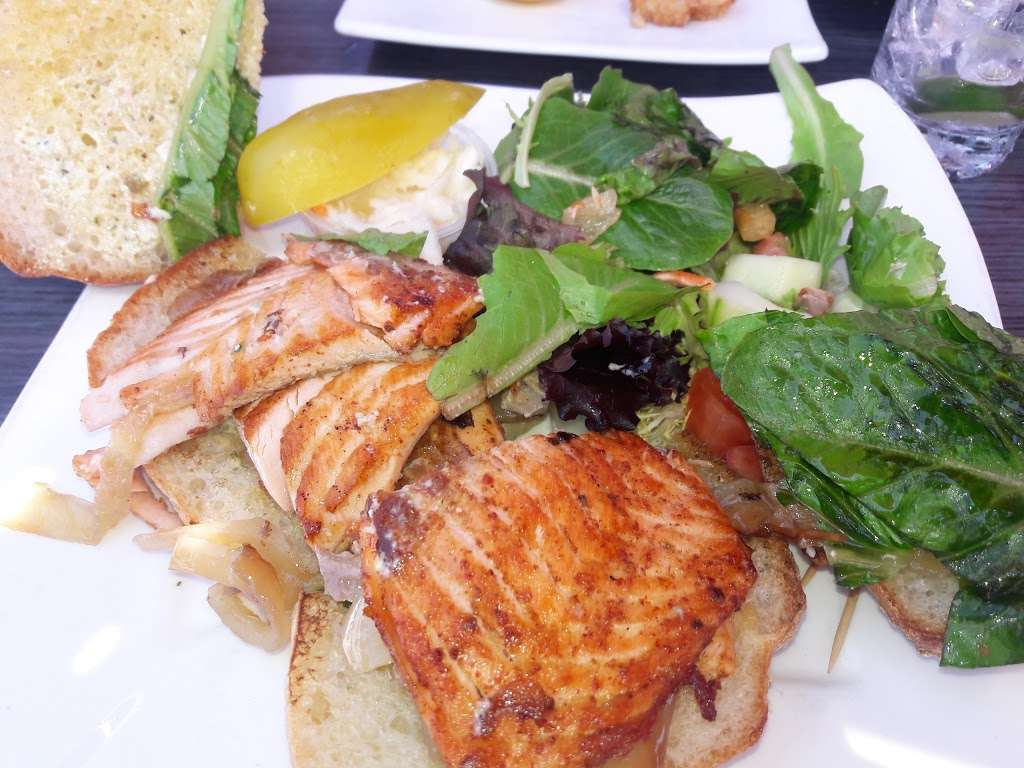 River Dock Cafe - restaurant  | Photo 10 of 10 | Address: 1 Richmond Terrace, Staten Island, NY 10301, USA | Phone: (347) 354-3598