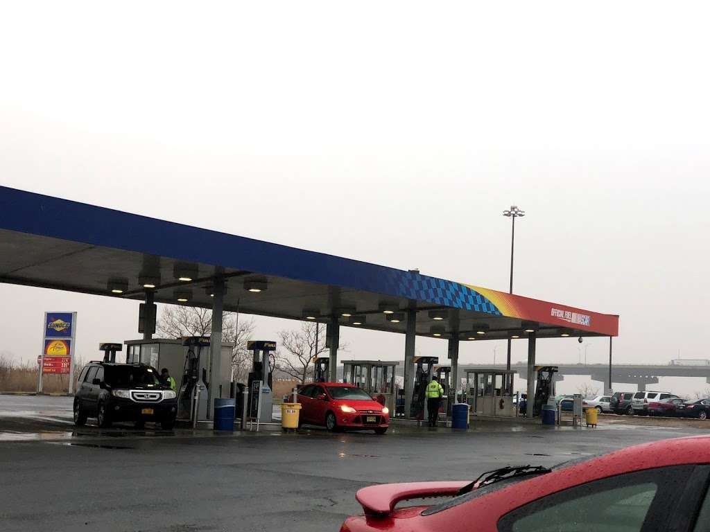 Sunoco - gas station  | Photo 9 of 10 | Address: 166 NJ Tpke, Ridgefield, NJ 07657, USA | Phone: (201) 945-8991