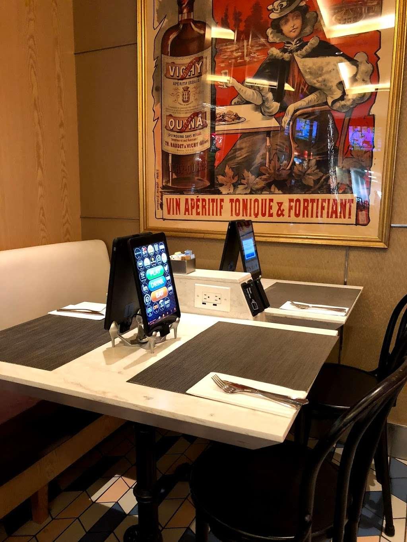 Taste of Bisoux - restaurant  | Photo 8 of 10 | Address: Terminal D Gates 3-4, Flushing, NY 11371, USA