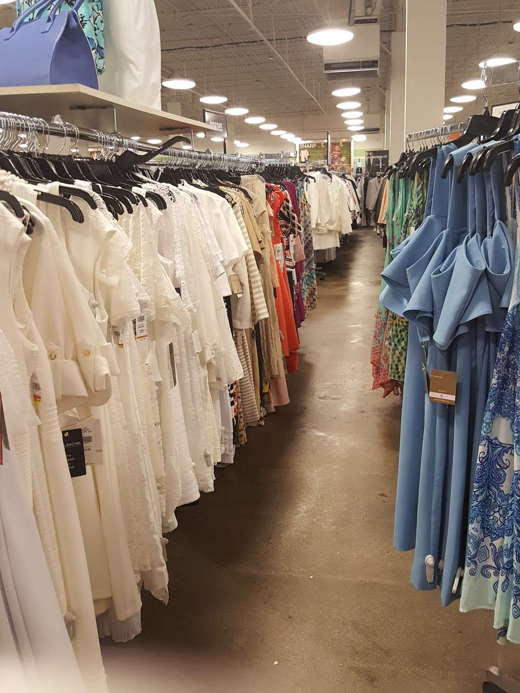 K&G Fashion Superstore - clothing store  | Photo 4 of 10 | Address: 667 North Cockrell Hill, Duncanville, TX 75116, USA | Phone: (972) 298-1718