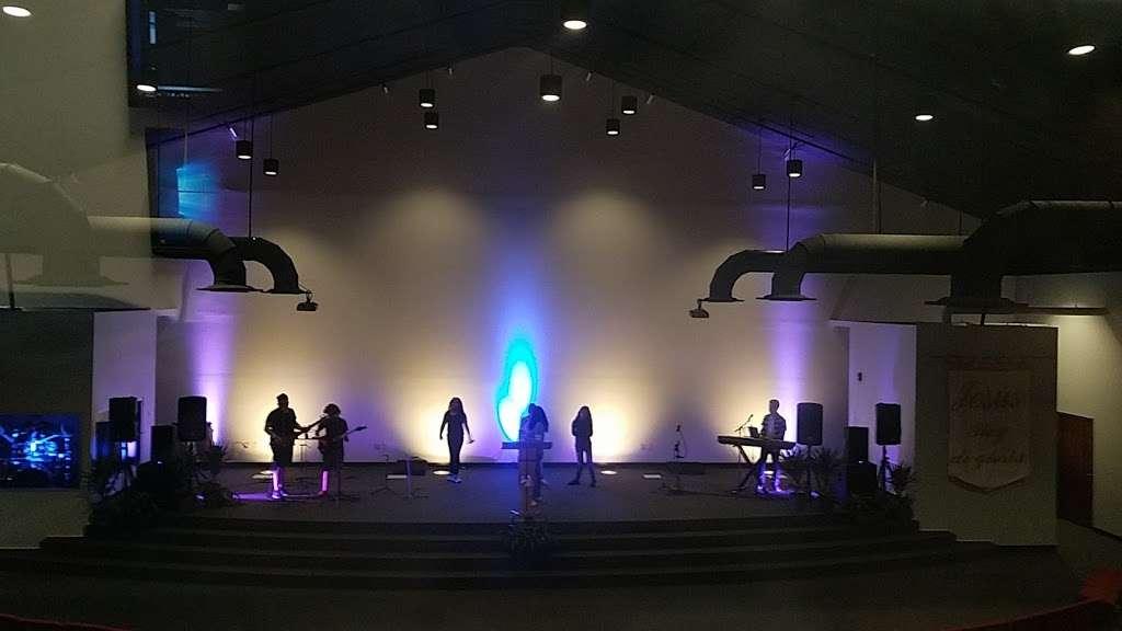 Centro Cristiano Dios De Pactos Florida - church  | Photo 4 of 10 | Address: 1130 Simmons Rd, Kissimmee, FL 34744, USA | Phone: (407) 870-5858