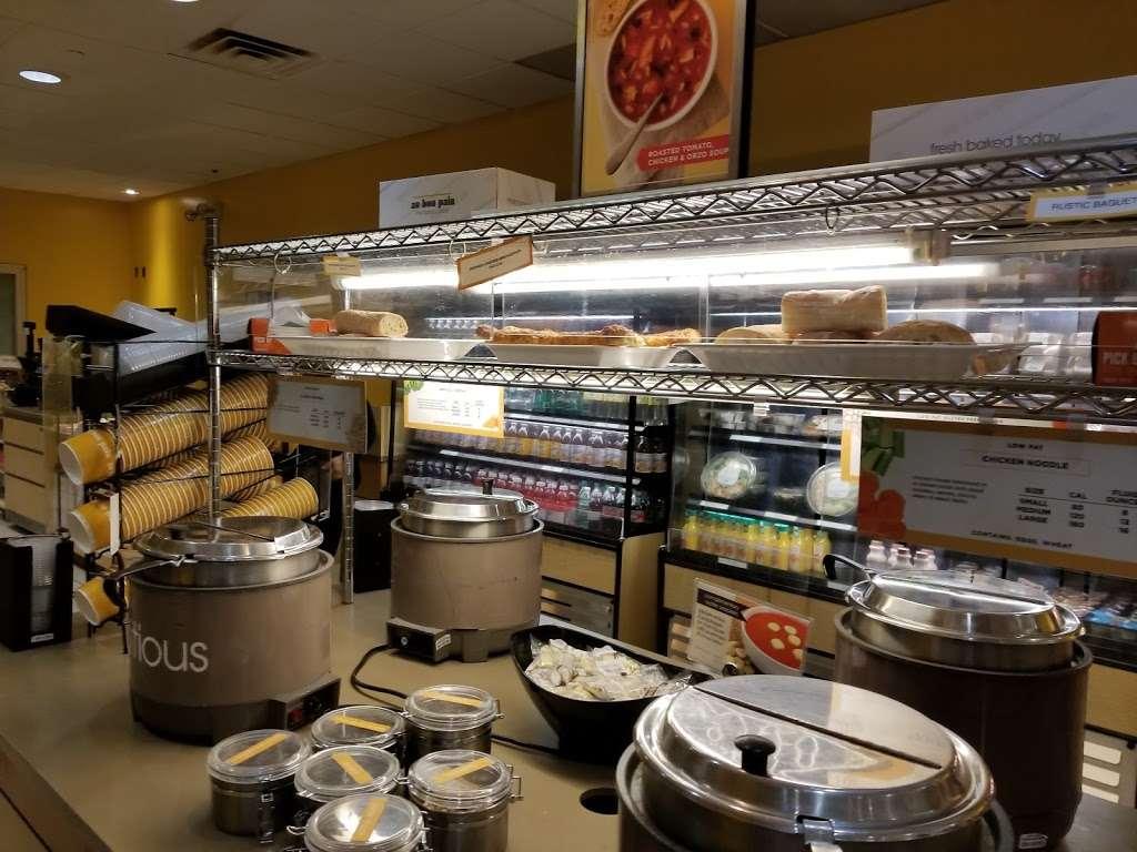 Au Bon Pain - cafe  | Photo 1 of 10 | Address: 1 Laguardia Airport, Flushing, NY 11371, USA | Phone: (718) 639-2516