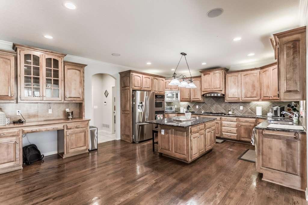 Overland Park Kansas Vacation Property - real estate agency    Photo 10 of 10   Address: 9711 W 145th Terrace, Overland Park, KS 66221, USA   Phone: (214) 713-3353