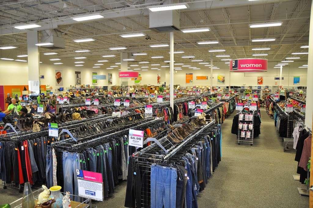Goodwill Retail Store & Donation Center - clothing store    Photo 1 of 10   Address: 9960 Main Street, Fairfax, VA 22031, USA   Phone: (703) 349-1806