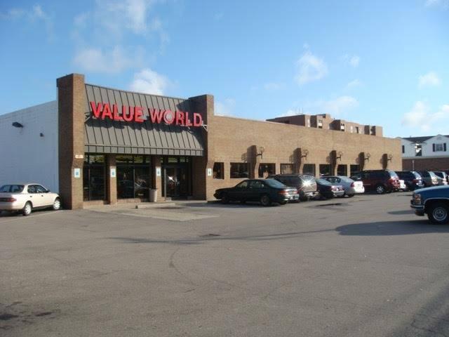 Value World - clothing store  | Photo 2 of 7 | Address: 2001 E Eleven Mile Rd, Warren, MI 48092, USA | Phone: (734) 728-4610
