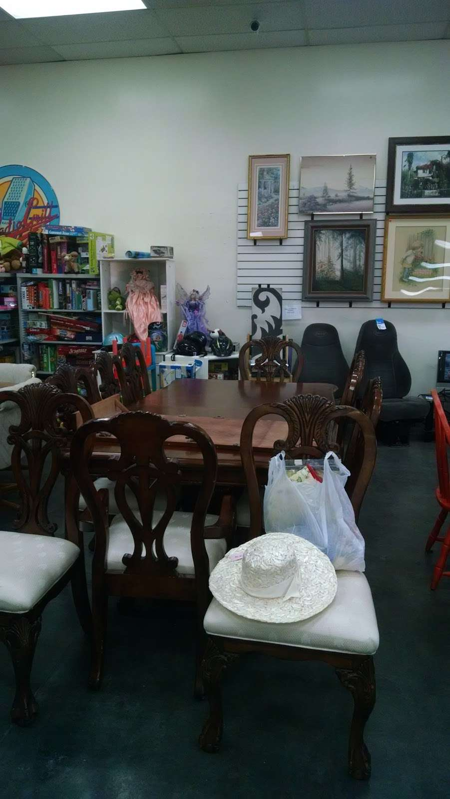 Society of St. Vincent de Paul - Chandler Thrift Store - book store  | Photo 8 of 10 | Address: 963 W Elliot Rd, Chandler, AZ 85225, USA | Phone: (480) 812-1156