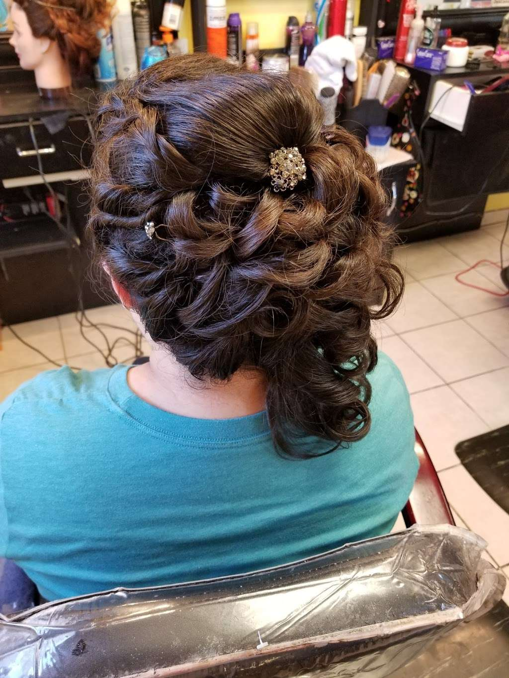 Artistica Wave - hair care  | Photo 1 of 10 | Address: 1317 N Seminary Ave, Woodstock, IL 60098, USA | Phone: (815) 206-4906