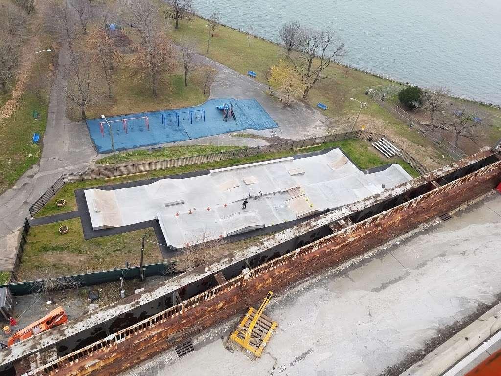 Dennis P. Collins Park - park  | Photo 4 of 10 | Address: Bayonne, NJ 07002, USA | Phone: (201) 858-6129