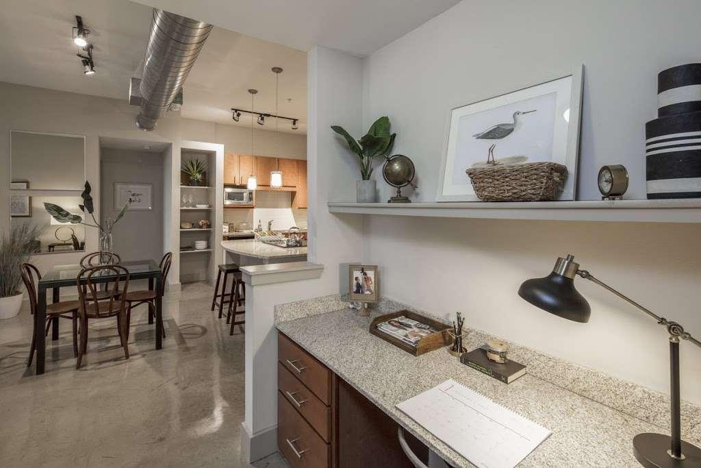 IMT Lakeshore Lofts - real estate agency  | Photo 6 of 10 | Address: 800 Lake Carolyn Pkwy, Irving, TX 75039, USA | Phone: (972) 982-8649