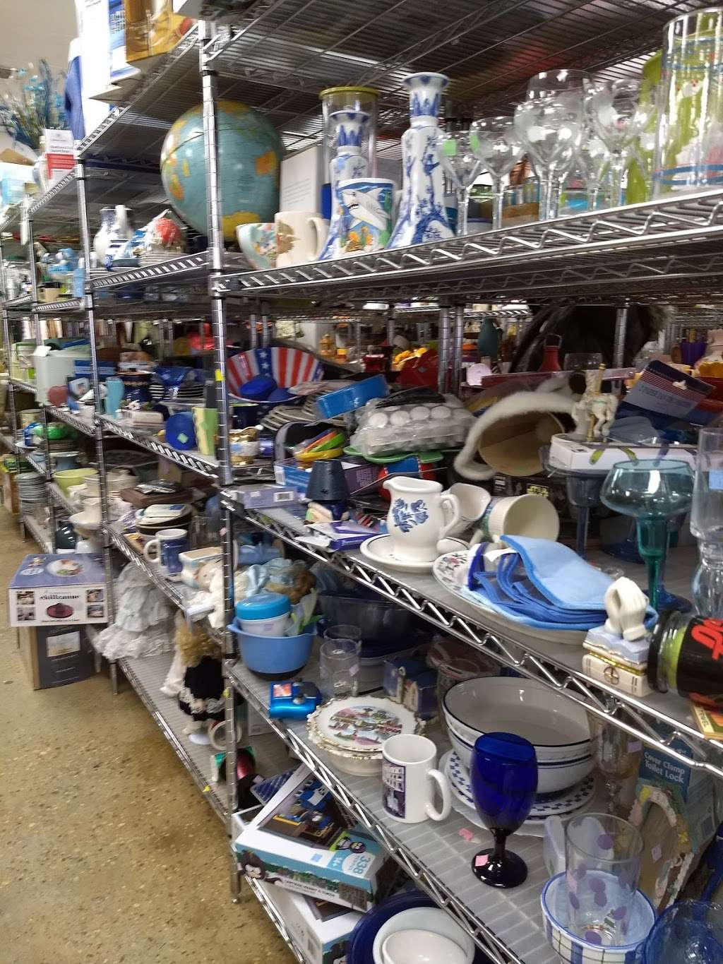 Goodwill Industries Store & Donation Center - clothing store  | Photo 5 of 10 | Address: 1900 Jericho Turnpike, East Northport, NY 11731, USA | Phone: (631) 462-4219