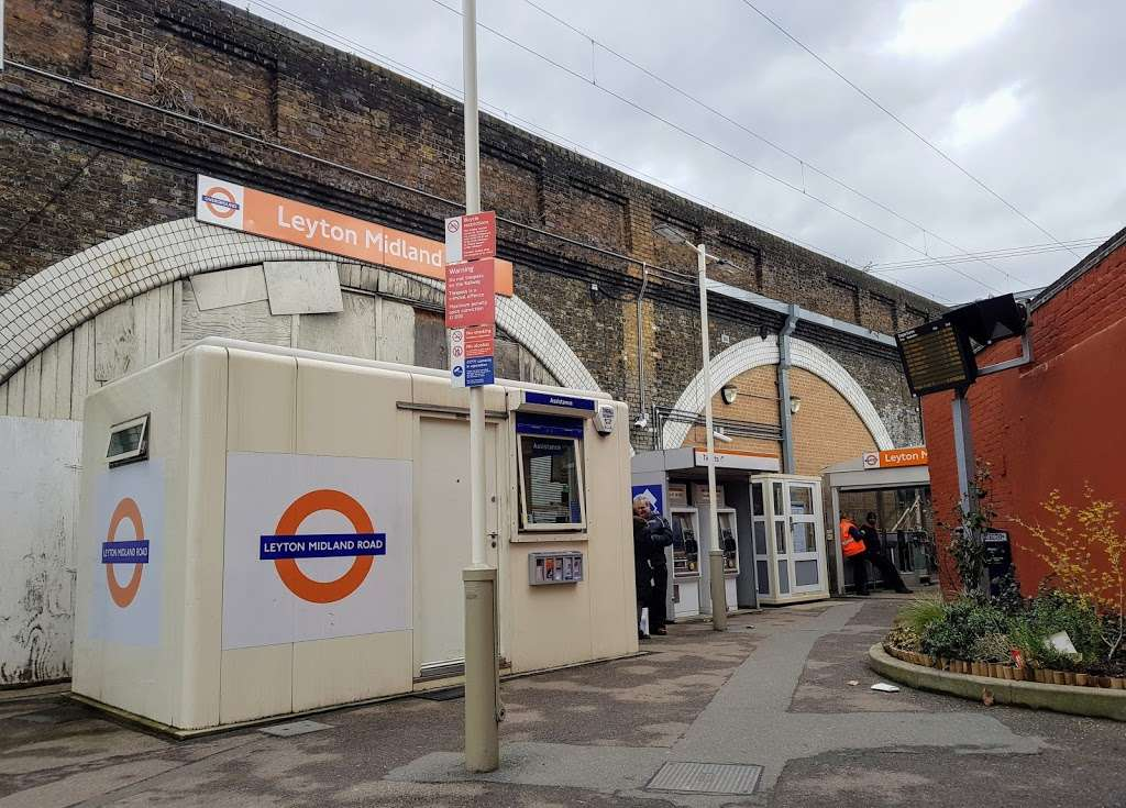 Leyton Midland Road - train station  | Photo 1 of 10 | Address: Midland Rd, London, Leyton E10 6JT, UK | Phone: 0343 222 1234