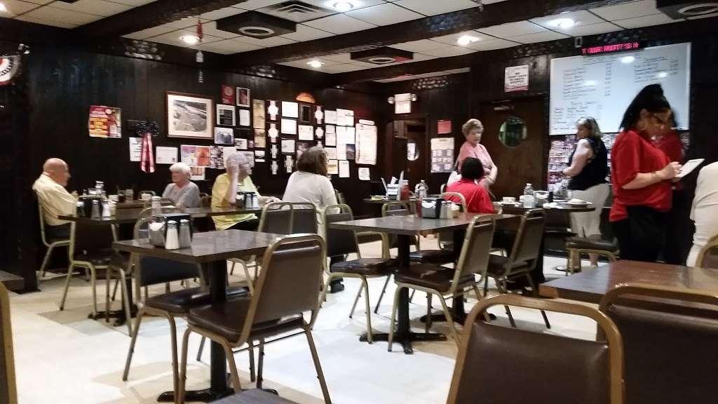 Rutts Hut - restaurant  | Photo 5 of 10 | Address: 417 River Rd, Clifton, NJ 07014, USA | Phone: (973) 779-8615