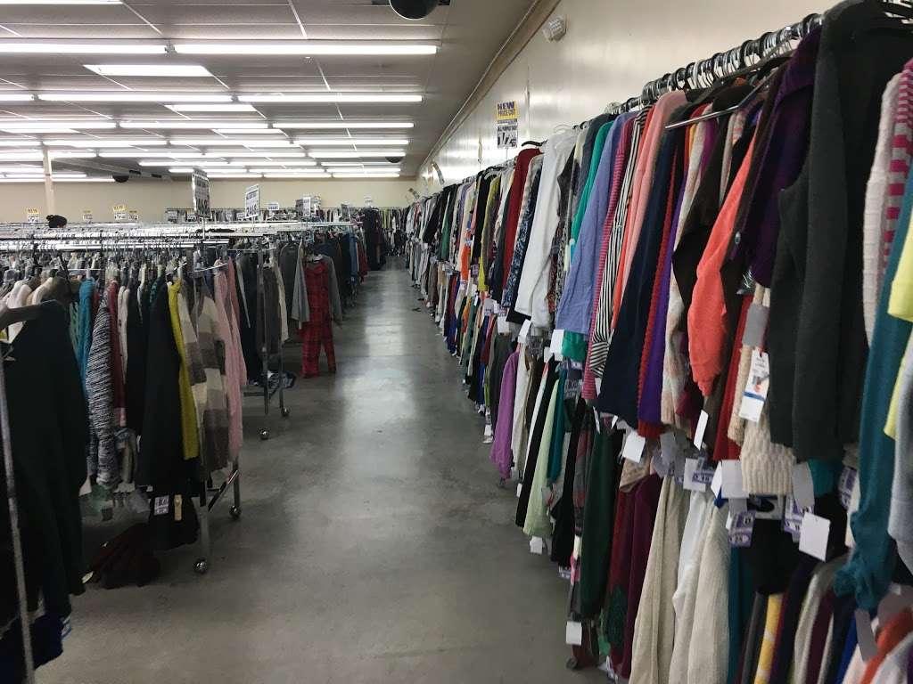 Name Brand Clothing - clothing store    Photo 2 of 10   Address: 8800 Marshall Dr, Shawnee Mission, KS 66215, USA   Phone: (913) 859-9898