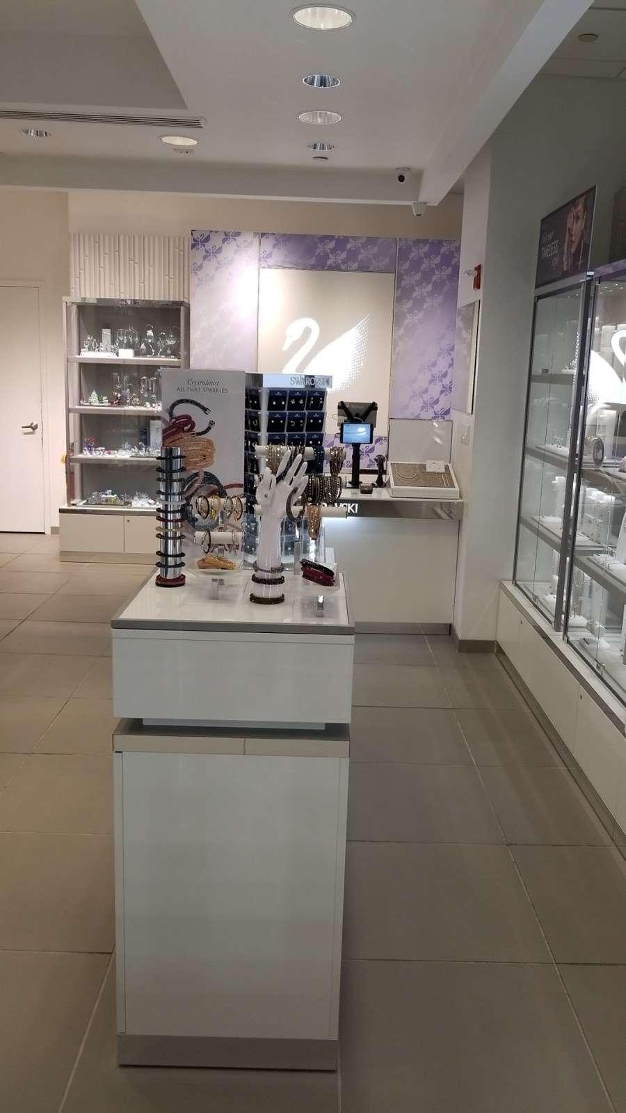 SWAROVSKI - jewelry store  | Photo 4 of 5 | Address: La Guardia Airport Delta Terminal C, East Elmhurst, NY 11371, USA | Phone: (929) 202-4092