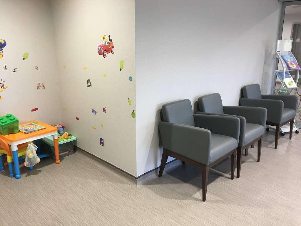 Dr Mark Furman Paediatric Gastroenterologist - hospital  | Photo 4 of 10 | Address: ELSTREE WATERFRONT - Elstree Outpatient Centre, beaufort house, The Waterfront, Elstree Rd, Elstree, Borehamwood WD6 3BS, UK | Phone: 07788 444046
