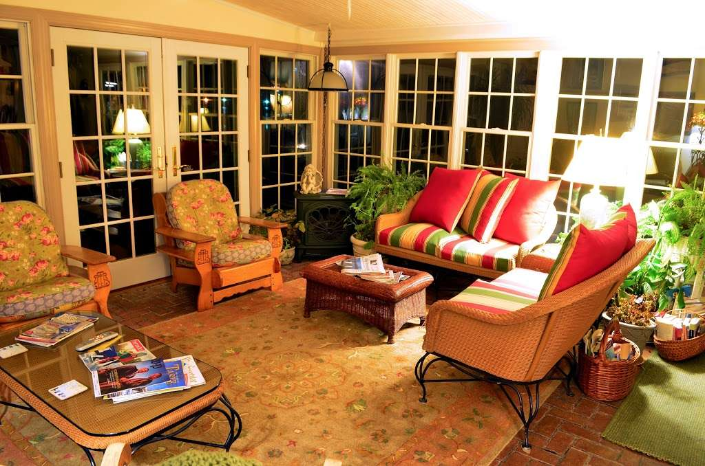 Back Creek Inn - lodging  | Photo 1 of 10 | Address: 210 Alexander St, Solomons, MD 20688, USA | Phone: (410) 326-2022