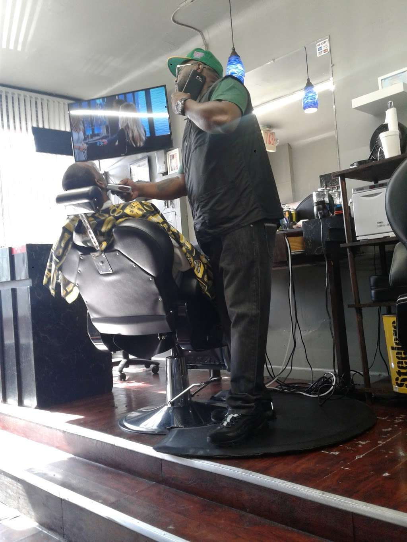 NU ATTITUDES UNISEX SALON - hair care  | Photo 3 of 10 | Address: 186 Danforth Ave, Jersey City, NJ 07305, USA | Phone: (201) 434-0977