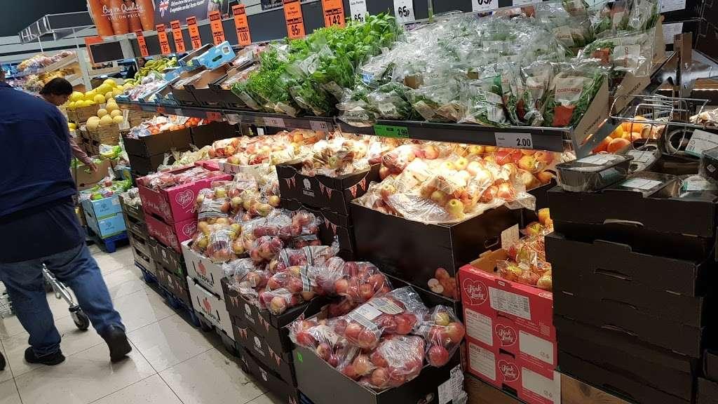 Lidl Wimbledon - supermarket  | Photo 4 of 10 | Address: Unit 1, Plough Ln, London SW17 0BW, UK | Phone: 0800 977 7766