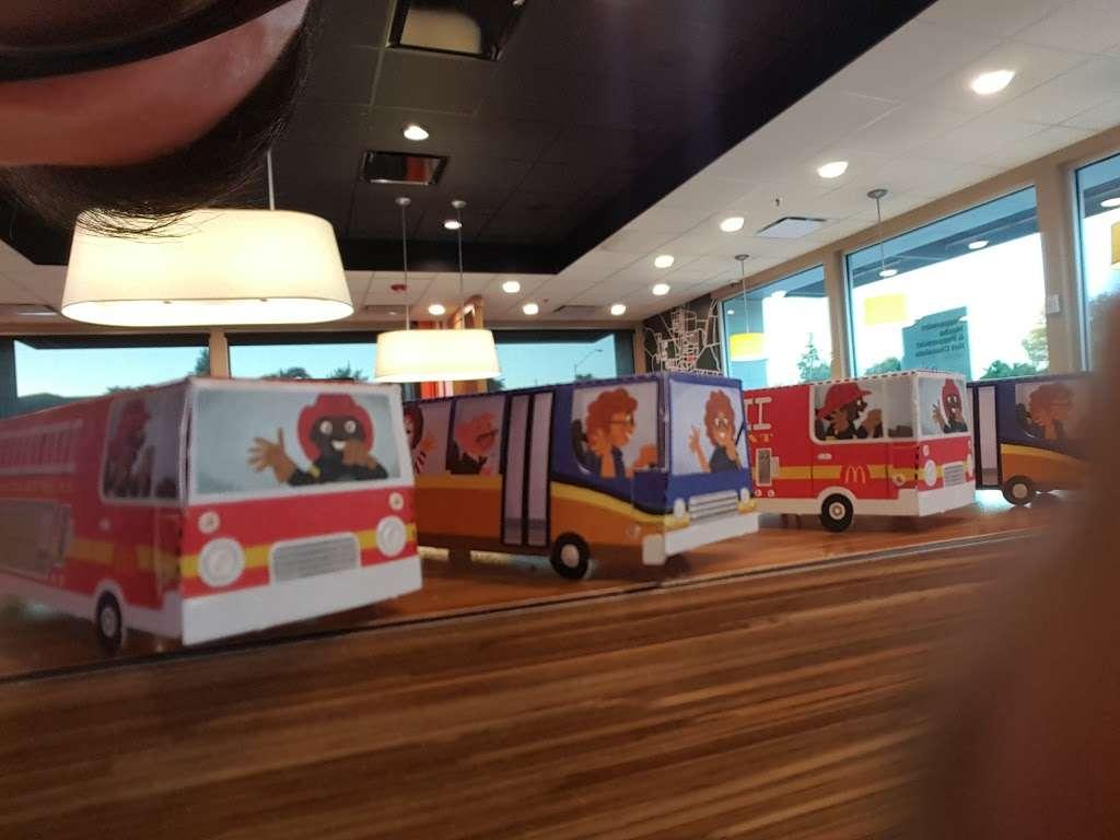 McDonalds - cafe  | Photo 8 of 10 | Address: 10785 W Olive Ave, Peoria, AZ 85345, USA | Phone: (623) 977-1720