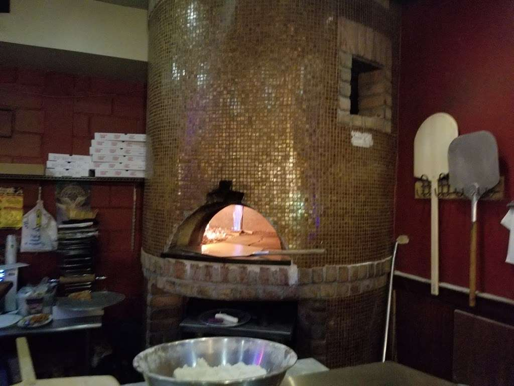 Kingsland Bar & Grill - restaurant  | Photo 8 of 10 | Address: 3634, 269 Norman Ave, Brooklyn, NY 11222, USA | Phone: (718) 383-1900