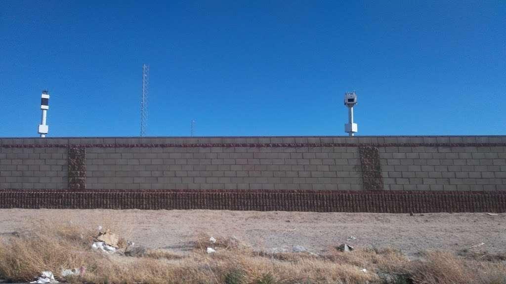 Space Spots LLC - storage    Photo 9 of 10   Address: 427 W Ave G, Lancaster, CA 93534, USA   Phone: (818) 305-4433
