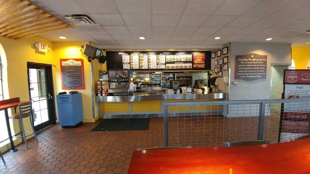 Taco Bueno - restaurant  | Photo 5 of 10 | Address: 2113 E Belt Line Rd, Richardson, TX 75081, USA | Phone: (972) 690-5373