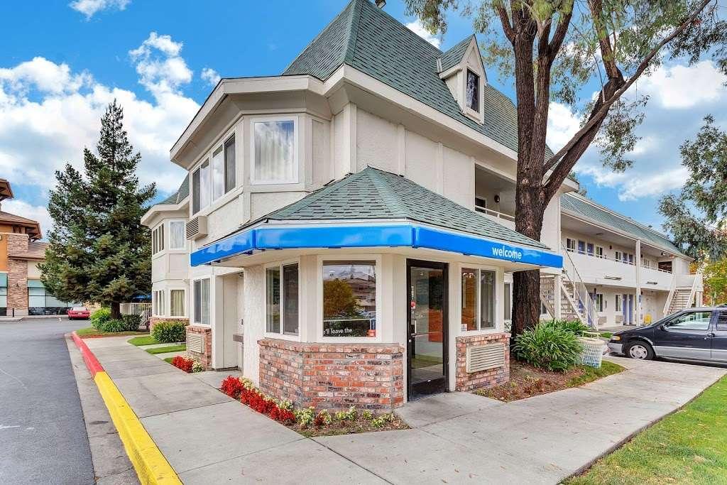Motel 6 Rohnert Park - lodging  | Photo 6 of 10 | Address: 6145 Commerce Blvd, Rohnert Park, CA 94928, USA | Phone: (707) 585-8888