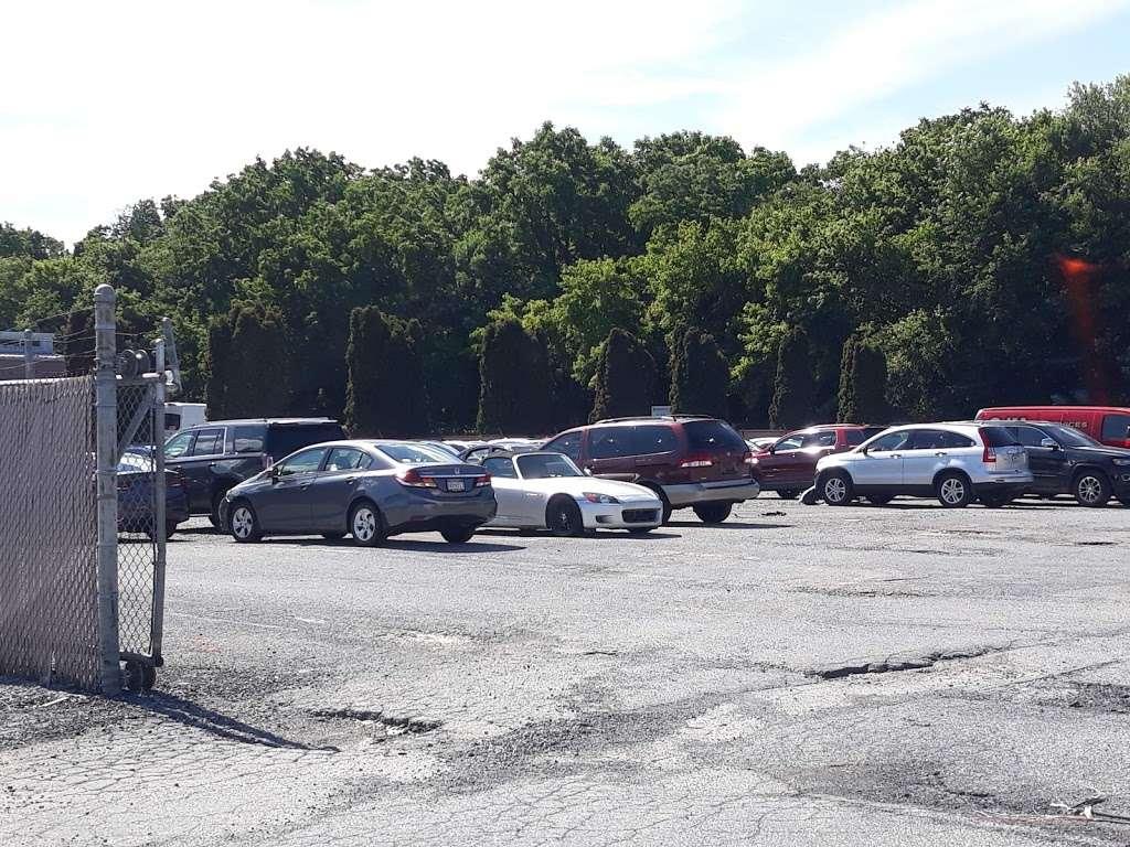 Jones Body Shop - car dealer  | Photo 2 of 2 | Address: 1340 Loop Rd, Lancaster, PA 17601, USA | Phone: (717) 394-0712