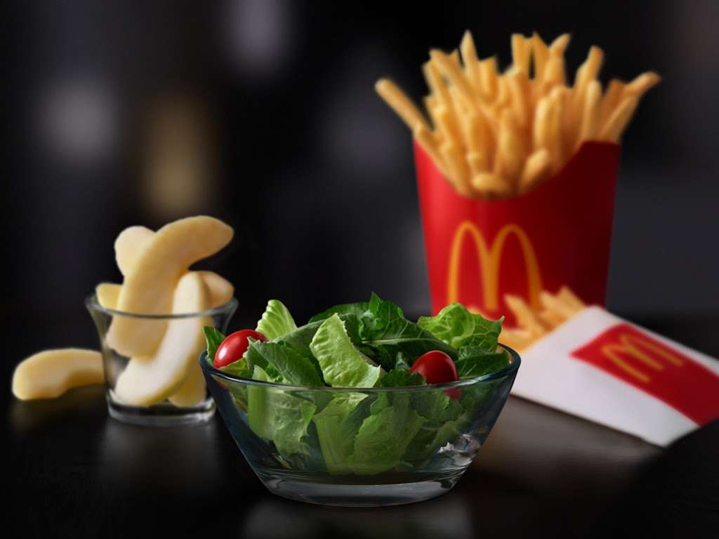 McDonalds - cafe  | Photo 8 of 10 | Address: 5223 W Century Blvd, Los Angeles, CA 90045, USA | Phone: (310) 410-1707