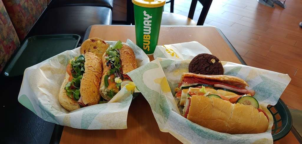 Subway - meal takeaway  | Photo 2 of 10 | Address: 13520 Paxton St Suite A-3, Pacoima, CA 91331, USA | Phone: (818) 899-3900