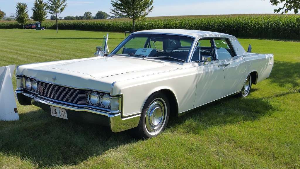 COUNTRY CAR SHOW - car dealer  | Photo 4 of 4 | Address: 2S111 Green Rd, Elburn, IL 60119, USA | Phone: (630) 768-1589