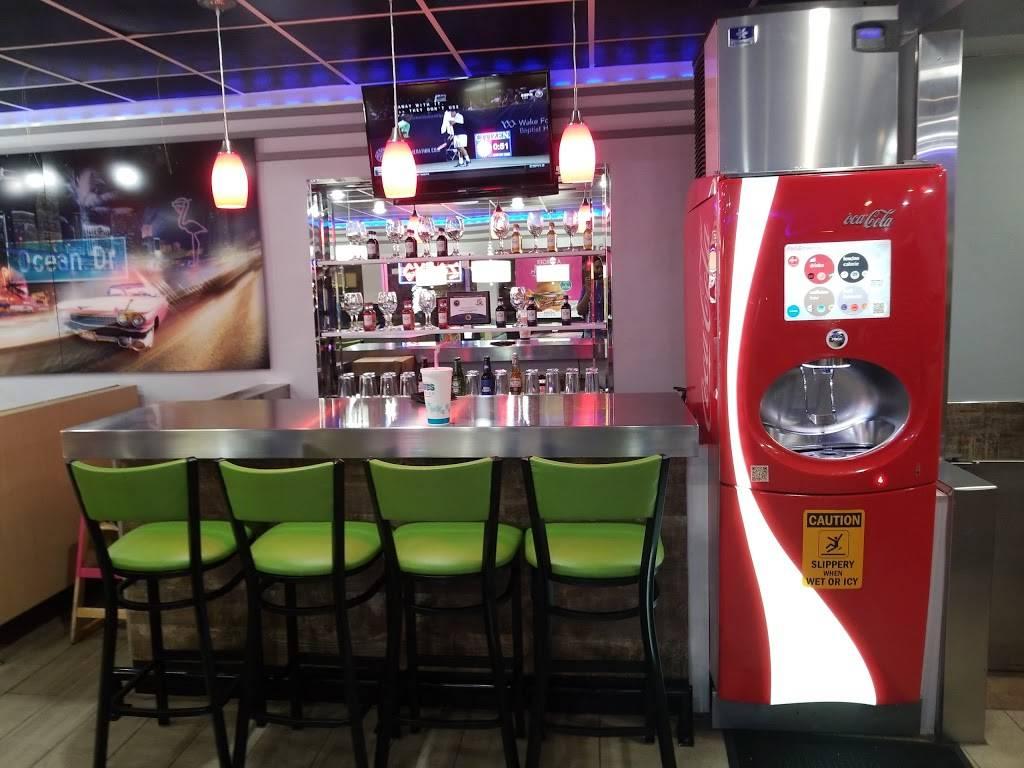 Miami Grill - restaurant  | Photo 4 of 10 | Address: 600 NE 167th St, Miami, FL 33162, USA | Phone: (305) 944-3111