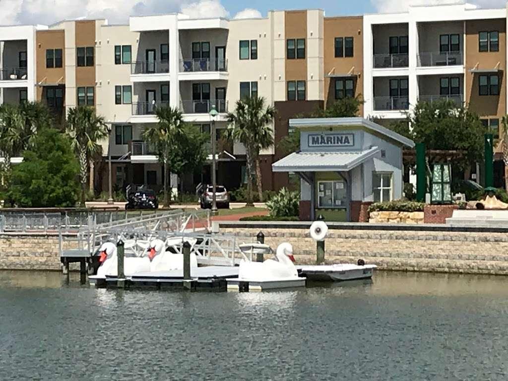 Oviedo on the Park - park  | Photo 8 of 10 | Address: 299 Center Lake Ln, Oviedo, FL 32765, USA | Phone: (407) 971-5590