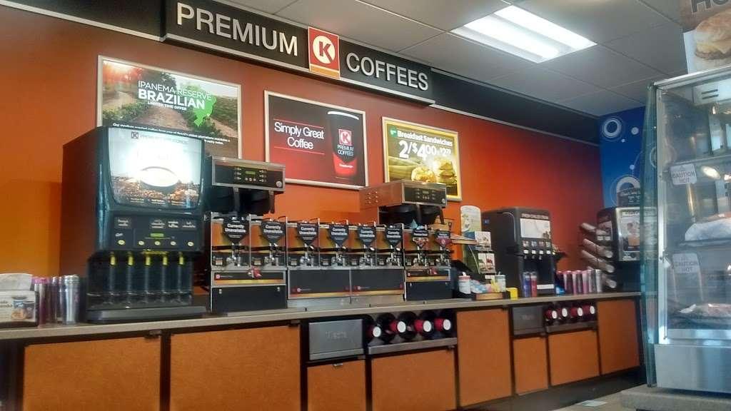 Circle K - convenience store  | Photo 3 of 10 | Address: 489 E Keene Rd, Apopka, FL 32703, USA | Phone: (407) 703-3894