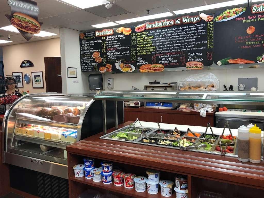 Cafe On Main - restaurant  | Photo 1 of 10 | Address: 10 Woodbridge Center Dr, Woodbridge, NJ 07095, USA | Phone: (732) 636-1222