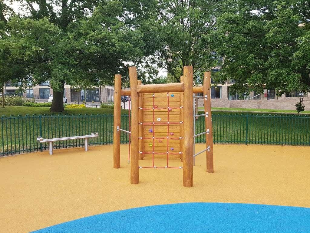 Panoramic Park - park  | Photo 10 of 10 | Address: Millbrook Park, London NW7 1RF, UK