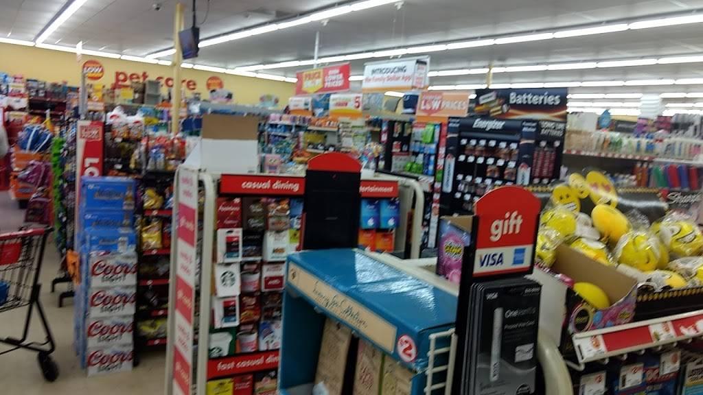 Family Dollar - supermarket  | Photo 5 of 10 | Address: 4301 Statesville Rd, Charlotte, NC 28269, USA | Phone: (704) 921-0647
