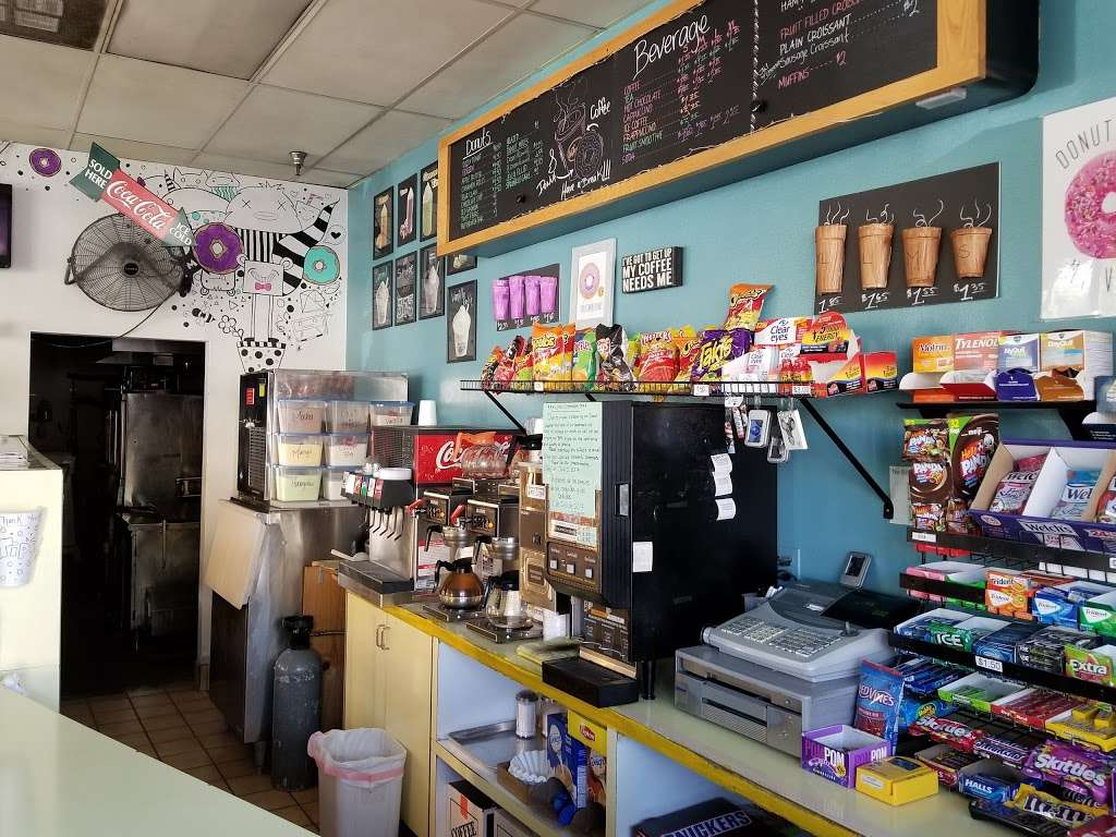 Masters Donuts - bakery  | Photo 1 of 10 | Address: 11637 Cherry Ave # 3, Fontana, CA 92337, USA | Phone: (909) 350-9544