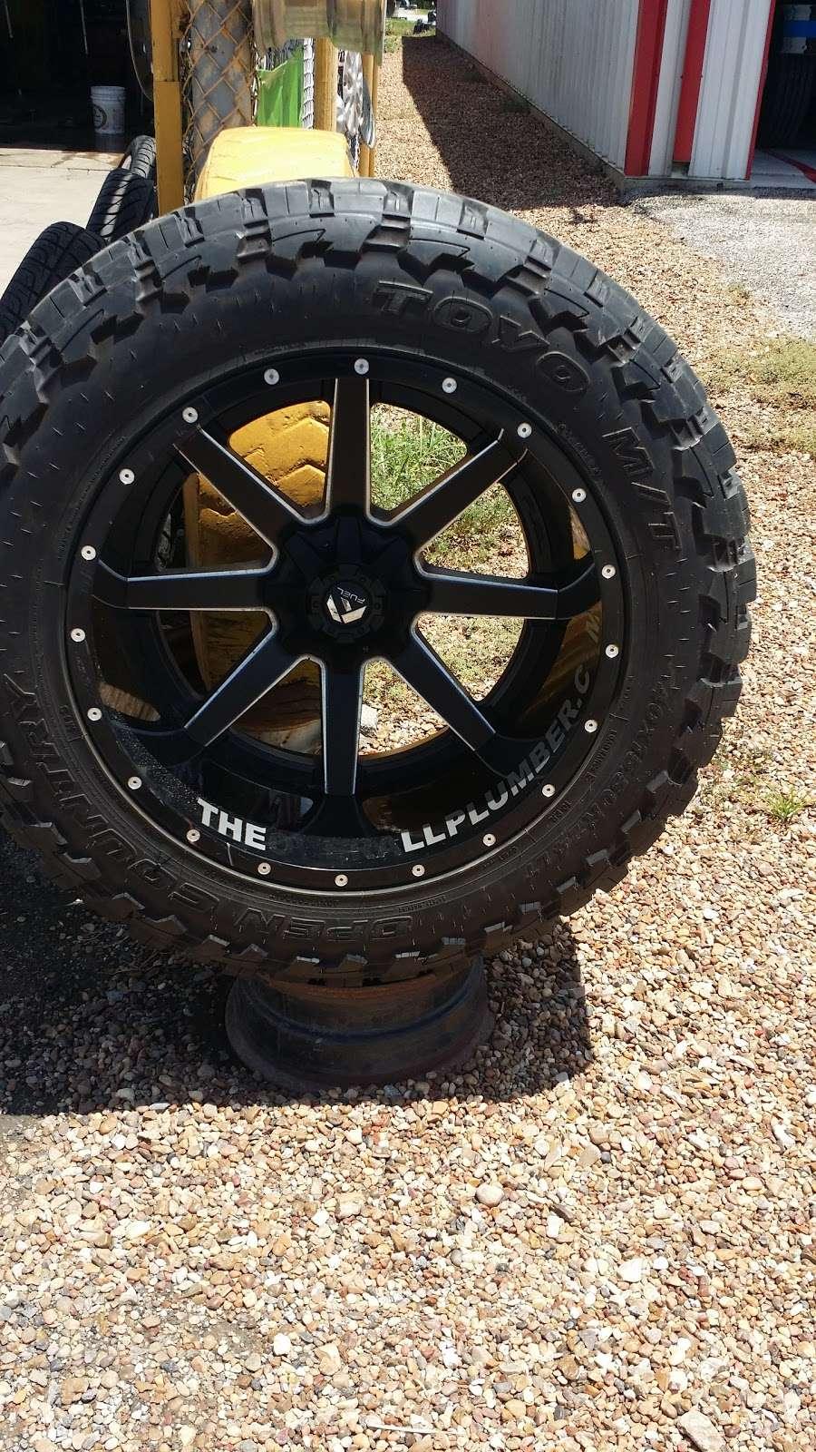 Rodriguez Tire shop - car repair  | Photo 3 of 8 | Address: 16431 FM 521 Rd, Rosharon, TX 77583, USA | Phone: (832) 894-2732