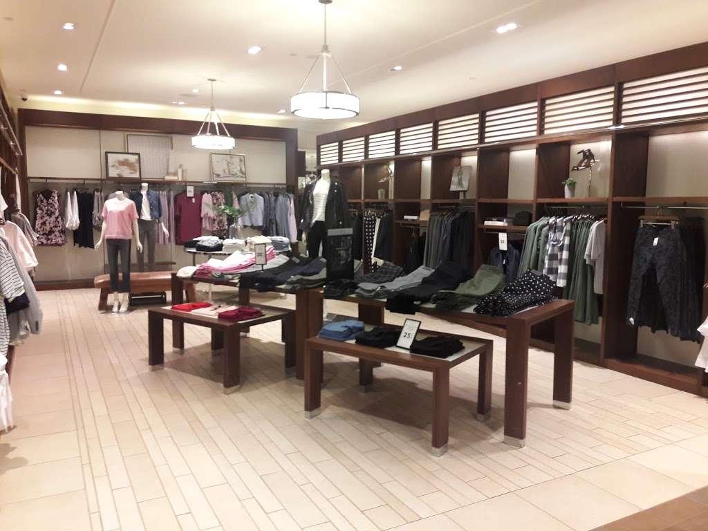 Banana Republic - clothing store    Photo 1 of 10   Address: 1 Garden State Plaza Blvd, Paramus, NJ 07652, USA   Phone: (201) 291-0955