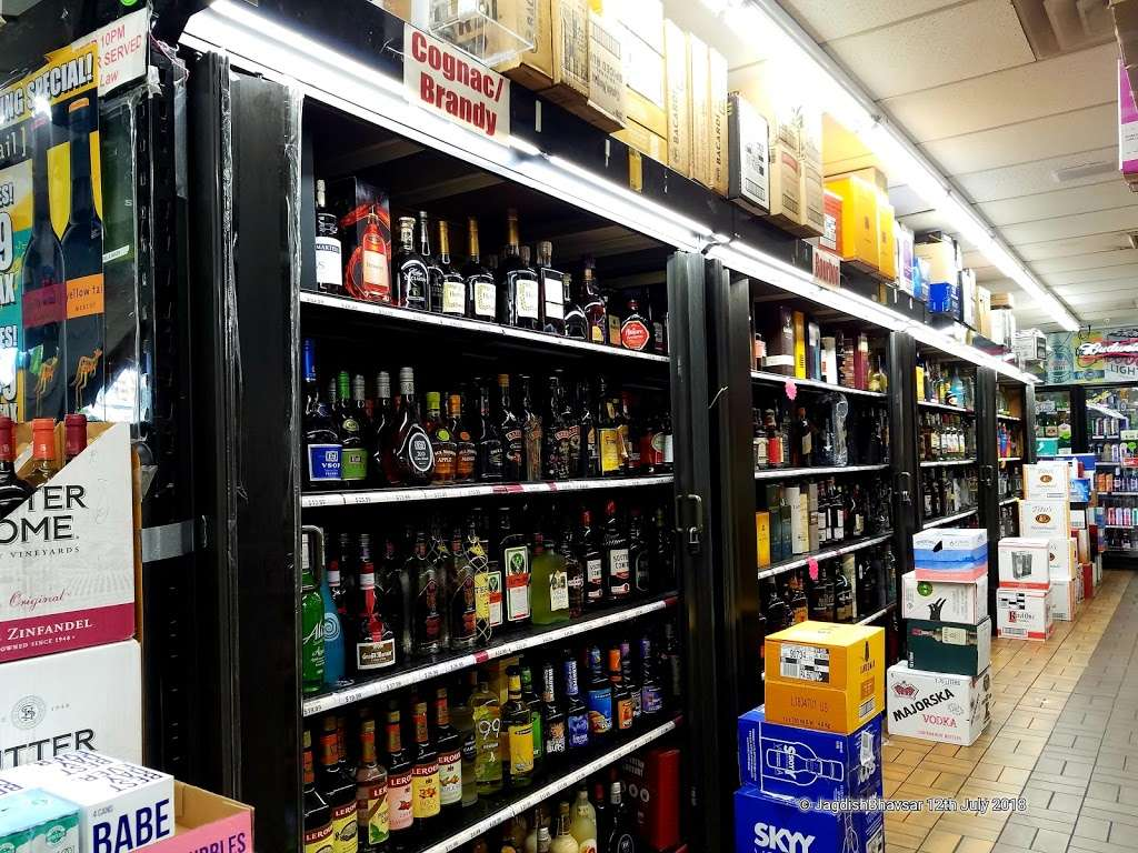 Krauszers Food & Liquor , Deli - store  | Photo 6 of 10 | Address: 40 Meadowlands Pkwy, Secaucus, NJ 07094, USA | Phone: (201) 866-3417