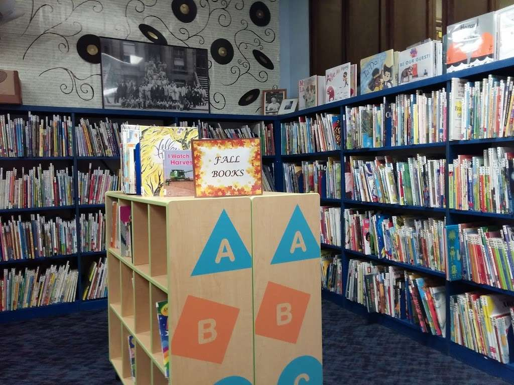 Maurice M. Pine Free Public Library - library  | Photo 8 of 10 | Address: 10-01 Fair Lawn Ave, Fair Lawn, NJ 07410, USA | Phone: (201) 796-3400