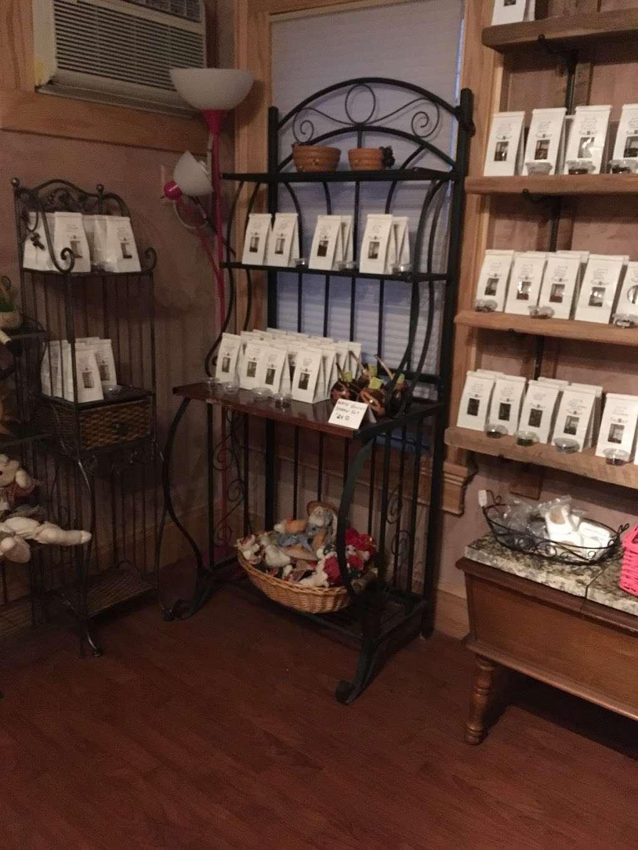 Down The Rabbit Hole - store  | Photo 2 of 4 | Address: 108 Broadway, Jim Thorpe, PA 18229, USA | Phone: (484) 767-3703