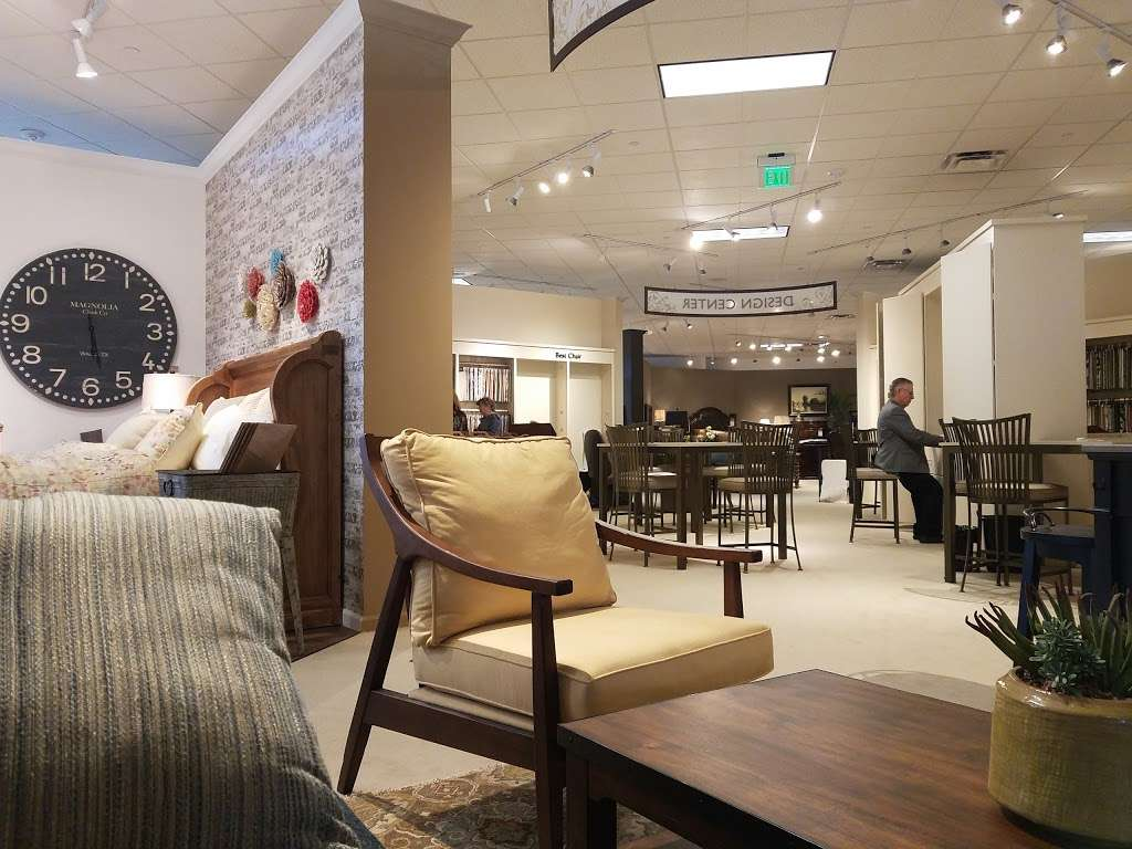 Star Furniture - furniture store  | Photo 7 of 10 | Address: 20010 Gulf Fwy, Webster, TX 77598, USA | Phone: (281) 338-2471